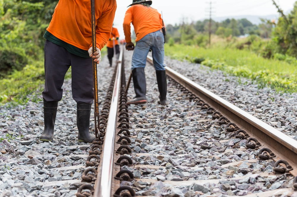 Some of the Benefits Associated with Rail Work - eLiveStory