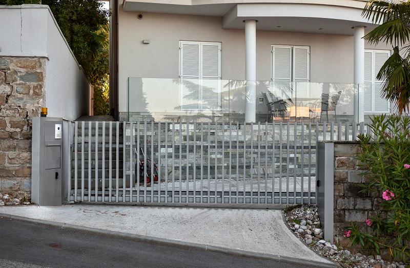 Safe Auto Customer Service >> A Guide To The Folding Driveway Gates Kit