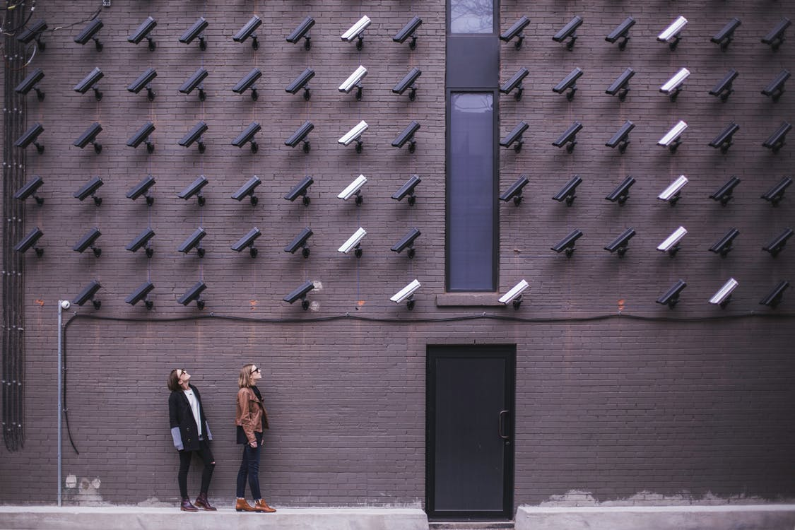 8 MUST-HAVE FEATURES OF BUSINESS SECURITY SYSTEMS